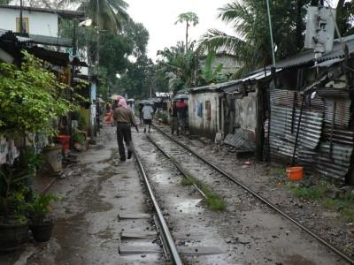 Barakarsko naselje ob železniški progi