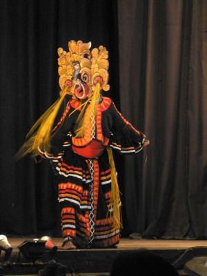Plesalec z masko