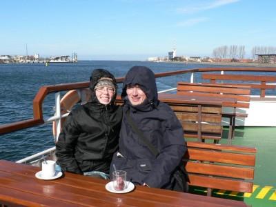 Zmrzujoč med plovbo po pristanišču