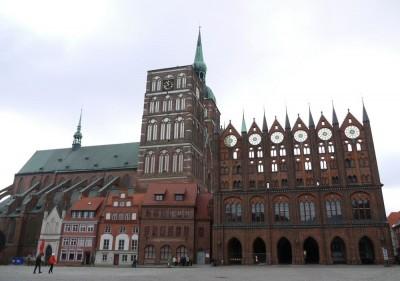 Nikolajeva cerkev in mestna hiša