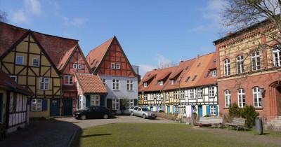 Ljubek trg pri samostanu sv. Janeza