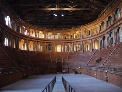 Službena pot me je zanesla tudi v Parmo, kjer imajo jako kul lesen Teatro Farnese.