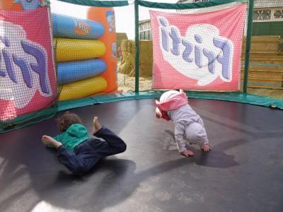 Vragolije na trampolinu