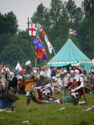 Angleži se bogu zahvalijo za zmago (Henrik V. je bil zelo pobožen možak).