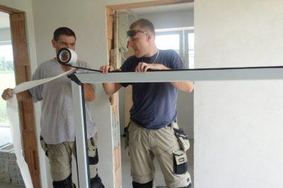 Vgradnja RAL - za razliko od oken s predstisnjenim trakom